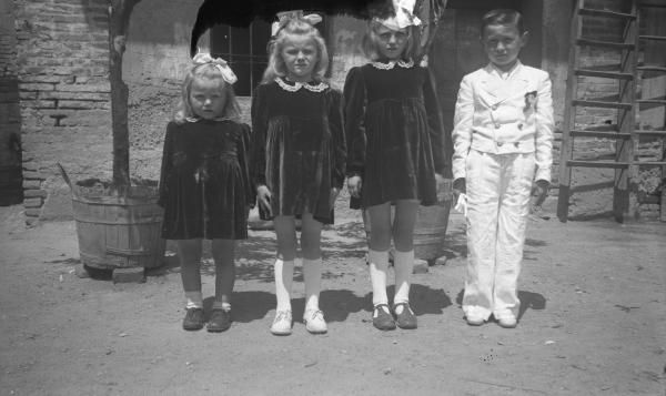 the latest a1ecc 903b5 Bambini vestiti a festa per la S. Cresima.... - Archivio ...